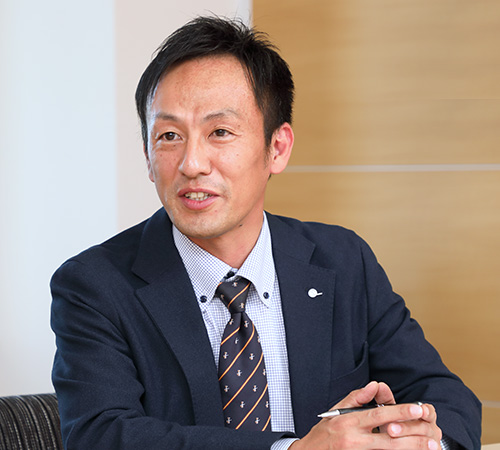 オートパーツ営業本部 統括営業部 営業企画課長 兼 直納課長 隅吉 学(Sumiyoshi Manabu)